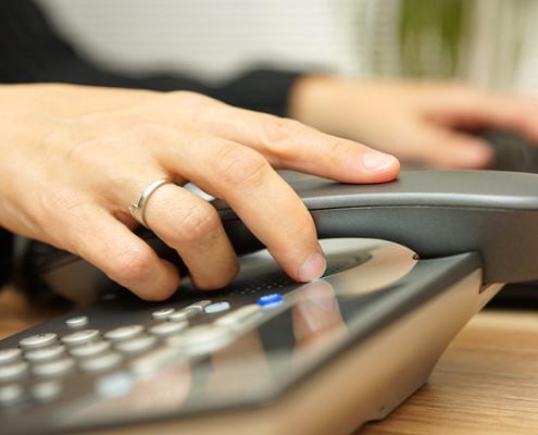 معایب و مزایای VoIP - چرا باید به جای سیستم تلفن سنتی ویپ خریداری کنیم؟